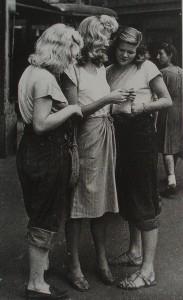 Amerykanki w spodniach dżinsowych i t-shirtach, 1945